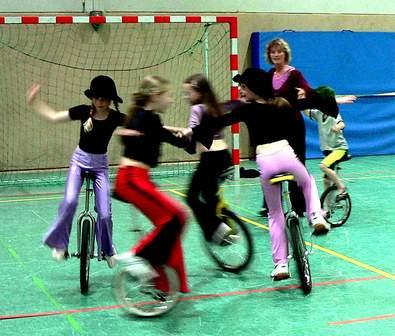 Wespenstich: Einradfahren für Anfänger und Fortgeschrittene