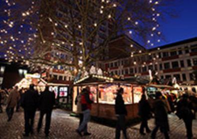 Weihnachtsmarkt: Rund um das Rathaus
